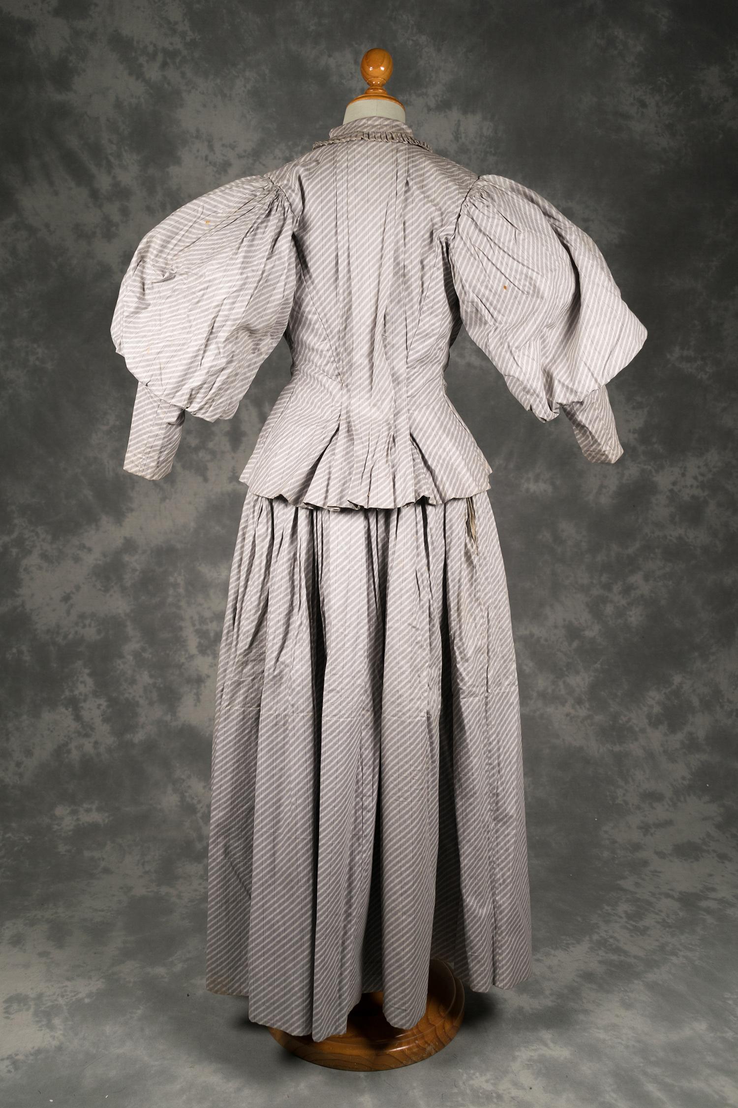 Museu Catalunya Virtual Y Conjunto A Cuerpo Grises Moda Blancas Falda La Rayas Algodón De wqFZFAz